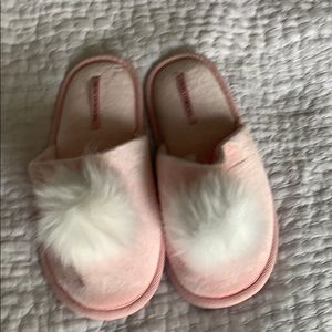 Victoria's Secret Sz M Women's slippers NWOT